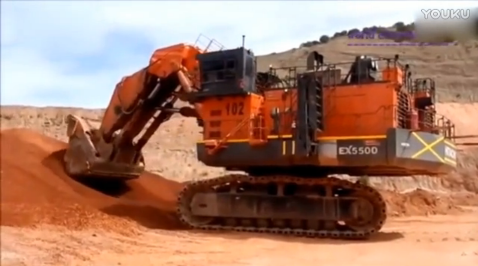 Video highlights of the heavy construction machinery excavator work